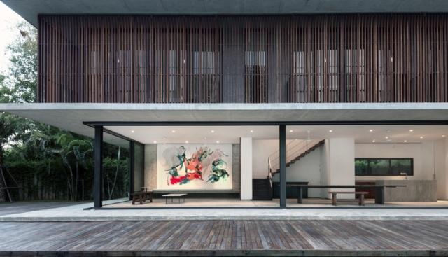 Tropska švajcarsko-tajlandska kuća koja se obavija oko azurnog bazena - Gradj...