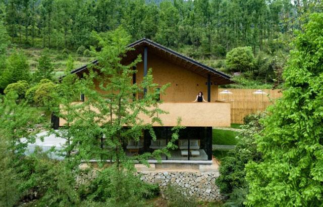 Ekološko odmaralište sa zidovima od nabijene zemlje