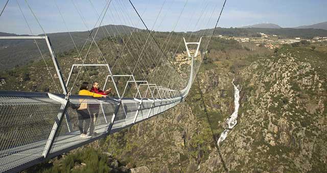 Portugalija Najduzi-viseci-pesacki-most-na-svetu-1105-4