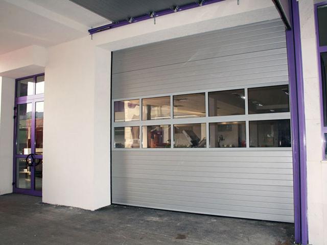 Industrijska vrata sa 2 reda prozora