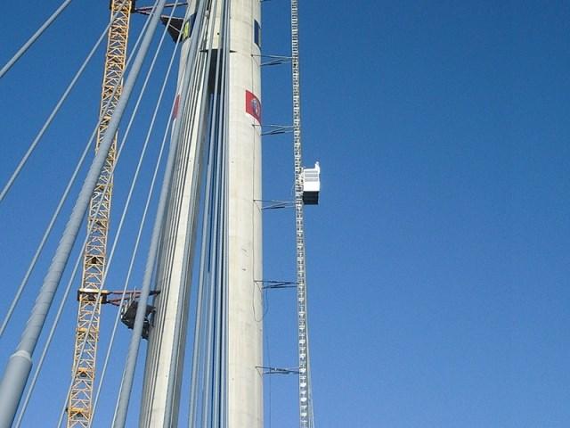 Projekat Most na Adi, Beograd, Srbija - oprema: GEDA PH 2032 650 Single, GEDA SH 600, visina dizanja - 180 i 100 m, kapacitet - 2000 kg / 25 osoba