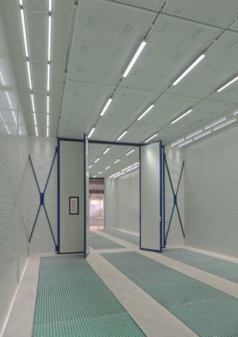 Kombinovana kabina za farbanje i sušenje tečnih premaza sa klasičnim vratima