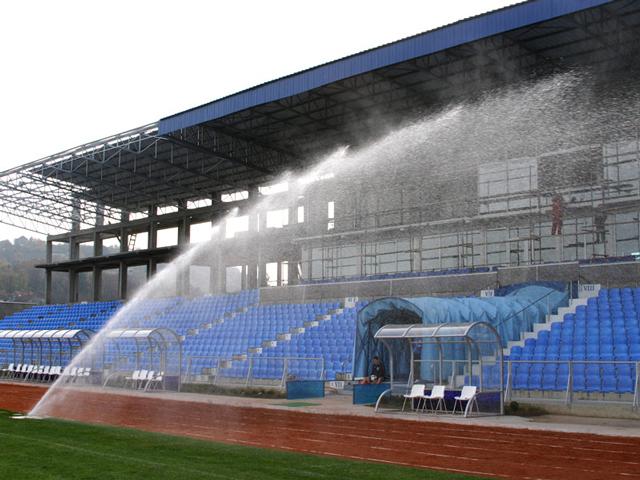 Fudbalski teren - Jagodina - Ovaj fudbalski teren je pokriven sa 13 prskača tip I-90 i to sa sledećim rasporedom deset po obodu terena koja rade pod uglom od 180 stepeni i tri u sredini pod uglom od 360 stepeni i sve to po standardima F.I.F.E. Sa ovakvim rasporedom prskača raspoređenost vodenog taloga je ujednačena na svim delovima fudbalskog igrališta. Godina montaže 2008.