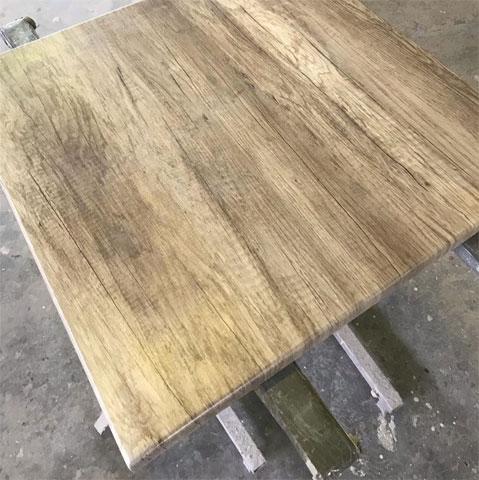 Ploča stola presvučena folijom