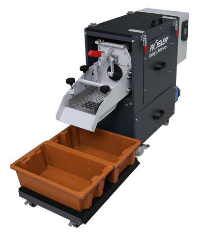 Röslerov mobilni koritasti vibrator - Ova mašinska tehnika sa direktno ugrađenom posudom za cirkulaciju procesne vode je nepobediva u procesu mokre obrade