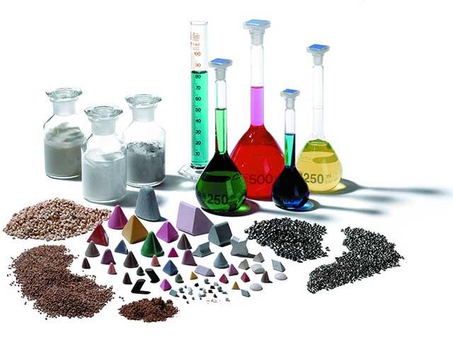 Za više od 60 godina, Rösler Oberflächentechnik je proizveo oko 15.000 visokokvalitetnih keramičkih i plastičnih potrošnih materijala, kao i ekološki prihvatljivih masa za završnu obradu.