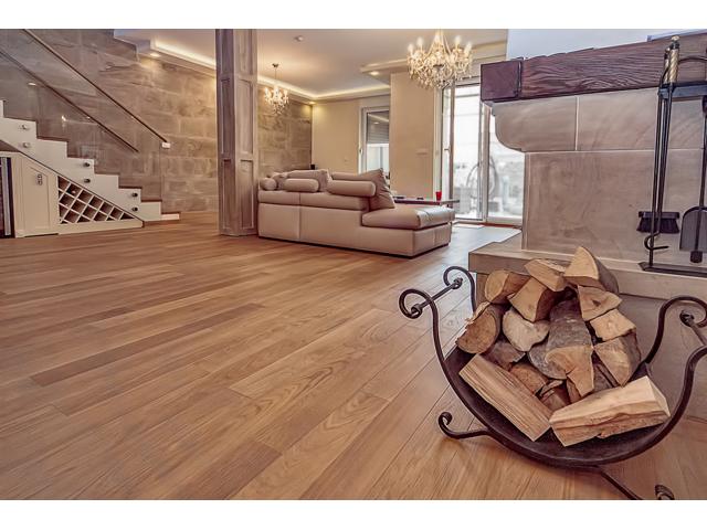 Parket - drvo HRAST - Natur - vrsta parketa: troslojni parket; sastav podne obloge: planka; površinska obrada: brušen; završna obrada:bojen/ uljen ; debljina: 14 mm; širina: 120 mm; dužina: 500-1180mm; sistem spajanja: pero-utor; podno grejanje: primeren