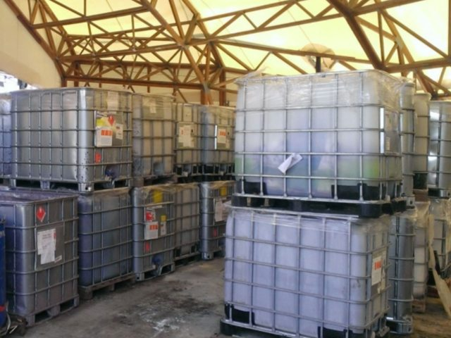 Različit tečni otpad u IBC kontejnerima