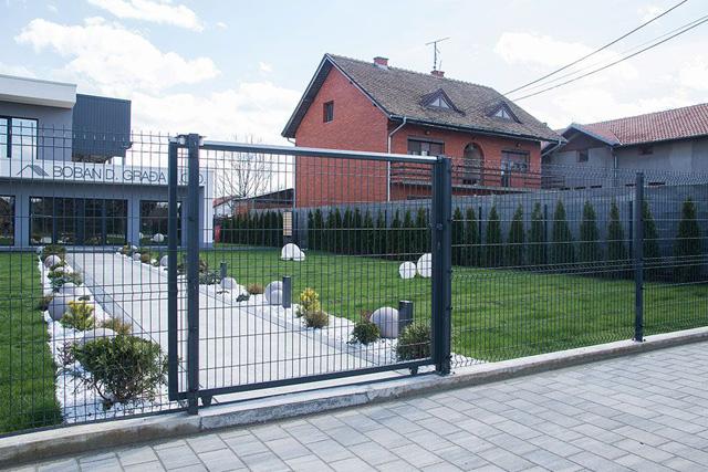 Panelna ograda sa pešačkom kapijom