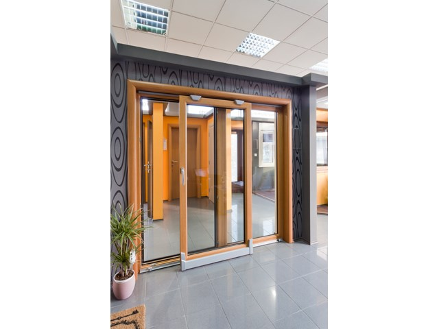 Drvo aluminijum prozori i vrata