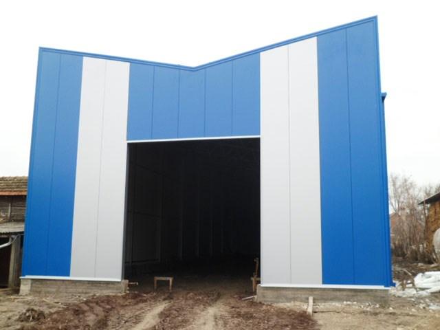 Pokrivanje krova sa panelima i fasada - magacin u Adi