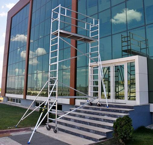 Profesionalna pokretna skela na stepenicama