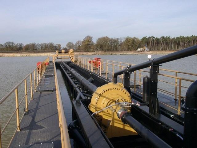 Pumpa montirana na usisnu cev za postizanje većih dubina