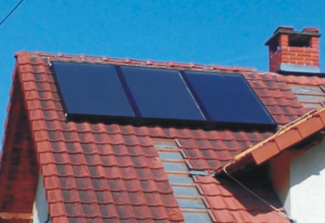 Kombinovano solarno toplotno postrojenje za pripremu stv i podršku grejanju