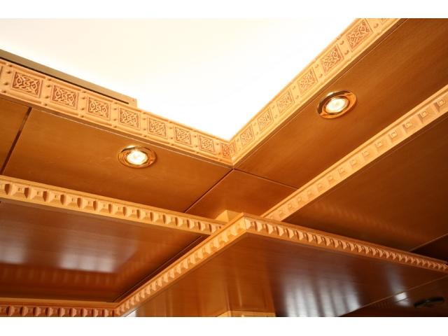 Obloga plafona, kombinacija masiv-furnirani MDF - restoran na Mokroj Gori