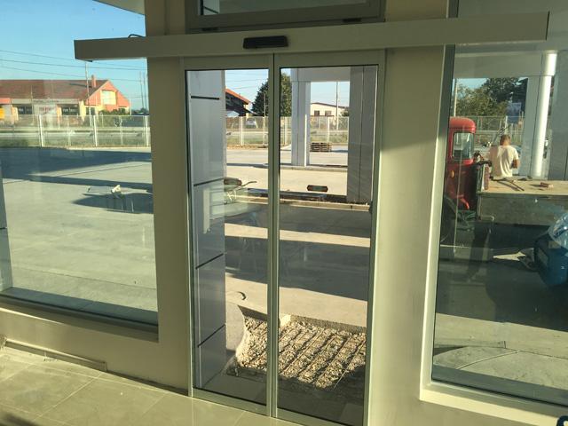 Automatska senzorska vrata sa ugradnjom
