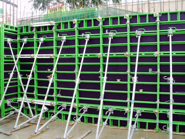 VARIMID SISTEM - PERI KOMPATIBILNO - Lagana okvirna oplata, dizajnirana za brzo i štedljivo postavljanje oplata za temelje, male nadzemne i podzemne građevinske projekte. Može se koristiti u slučajevima kada je nemoguće koristiti dizalicu.