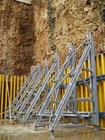 JEDNOSTRANI POTPORNI SISTEM - Ima područje široke primene od oplaćivanja velikih zidnih površina, uključujući izradu obložnih betonskih površina, pri oplaćivanju standardnih građevinskih objekata, kao ekonomski razumnih varijanti te u inženjeringu mostova i prilagođavanju različitim monolitnim konstrukcijskim oblicima.