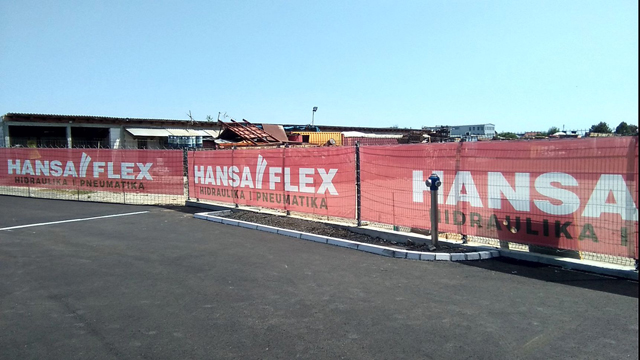 Meš platno na ogradi Hansa Flex