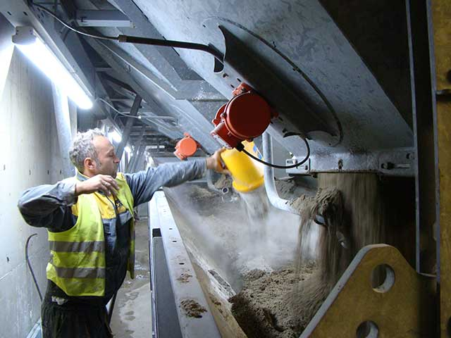 Fabrika betona - dodavanje aditiva - Penetron Admix