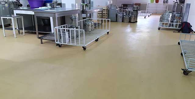 UCRETE pod - UCRETE podni sistem vrhunskih mehaničkih, temperaturnih i hemijskih otpornosti za objekte prehrambene, farmaceutske i hemijske industrije
