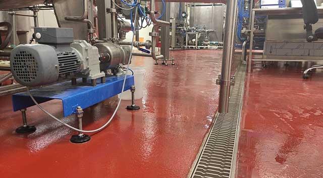 UCRETE pod - UCRETE podni sistem vrhunskih mehaničkih, temperaturnih i hemijskih otpornosti za objekte prehrambene, farmaceutske i hemijske industrije.