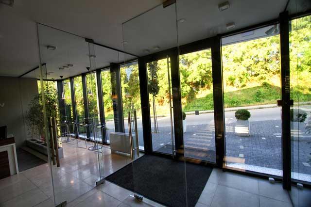 "Poslovni objekat ""Tehnounion"" Sremska Kamenica, 294m² - Izvedeni radovi: čelična kontrukcija, fasada, krovni pokrivač, međuspratna konstrukcija"