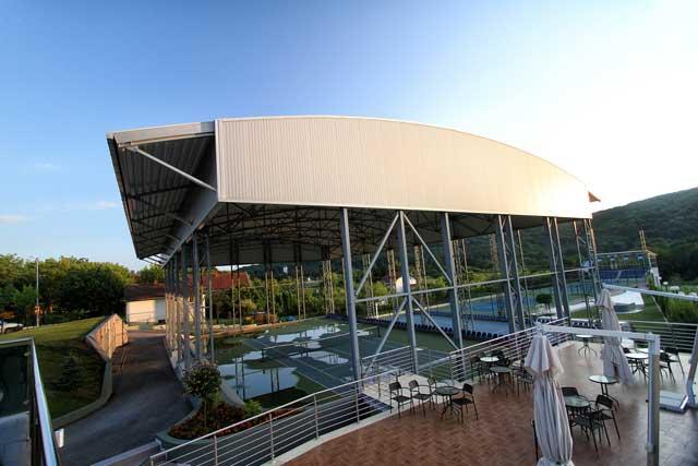 """Sportski objekat - dvorana """"Hotel Premier"""" Vrdnik - Izvedeni radovi: čelična kontrukcija, fasada, krovni pokrivač"""