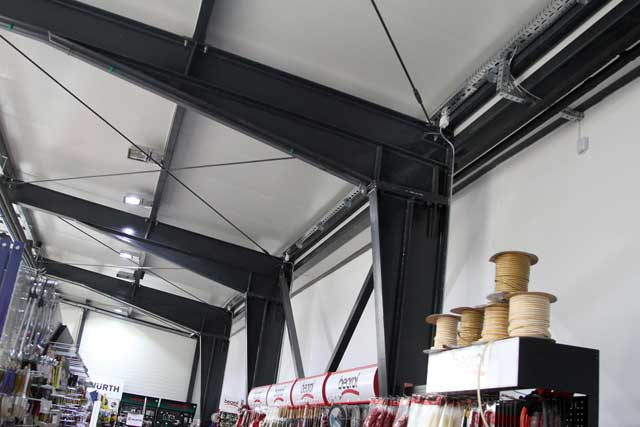 "Poslovni objekat ""Totpromet"" Bečej, 376m² - Izvedeni radovi: čelična kontrukcija, fasada, krovni pokrivač"