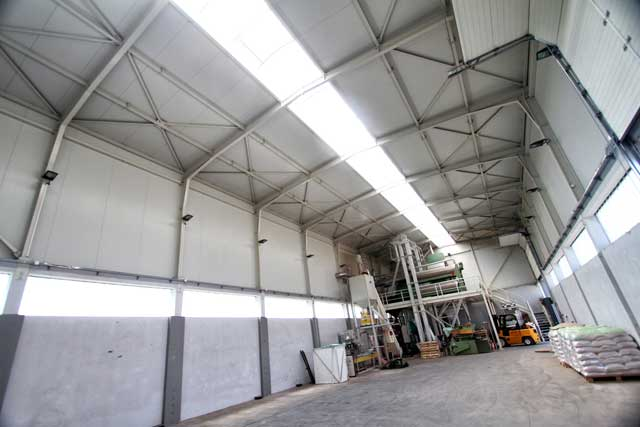 """Proizvodna hala sa upravnom zgradom """"Betasem"""" Manđelos, 480m² - Izvedeni radovi: čelična kontrukcija, fasada, krovni pokrivač"""