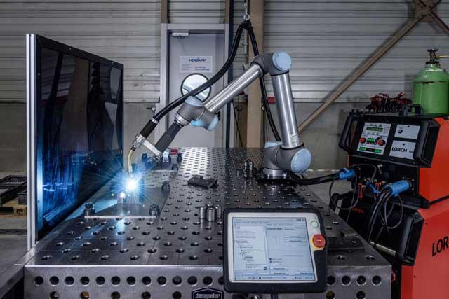 Lorch Cobot - kolaborativni roboti su roboti koji imaju za cilj da komuniciraju sa ljudima u zajedničkom prostoru ili da rade u neposrednoj blizini