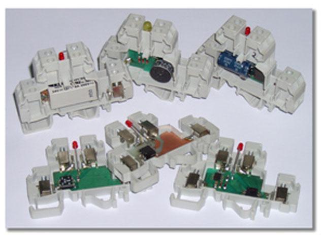 Redne stezaljke sa različitim elektronskim komponentama