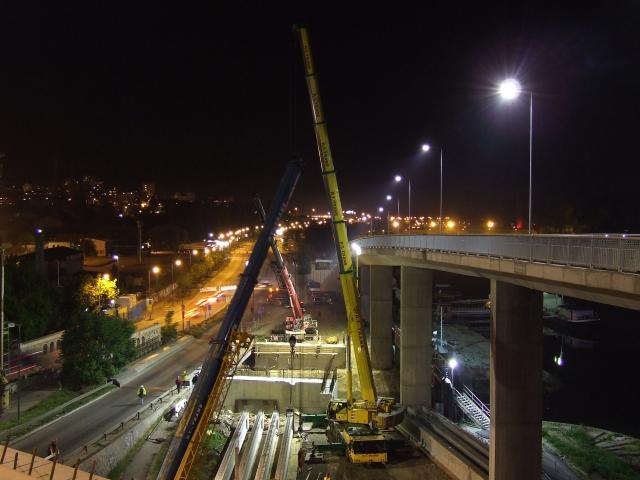 Most na Adi, Topčiderska reka - Utovar nosača pomoću pomoću dve dizalice, transport nosača specijalnim transportnim sredstvima i istovar i montaža nosača pomoću pomoću dve dizalice