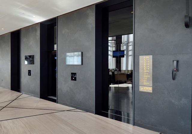 Liftovi u poslovnim zgradama, Hilton