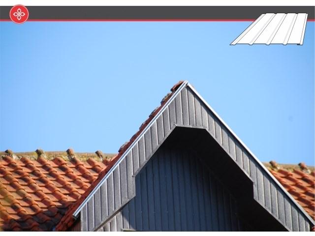 Aluminijumska lamperija - predstavlja najefikasnije rešenje za oblaganje streha stambenih objekata. Lamperija poseduje izuzetnu trajnost, a proizvodi se od glatkog ili embosiranog aluminijuma (hrapava površina) debljine 0,4 mm. Zahvaljujući skrivenom falcu omogućeno je lako uklapanje susednih tabli i to bez vidljivog preklopa i eksera za pričvršćivanje.