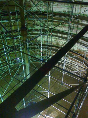 """Montiranje skele spolja i unutar rezervoara na objektu """"Sunoko"""" - proizvodni centar Pećinci"""