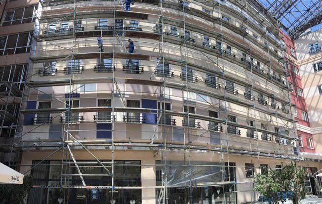 Montiranje skele na hotelu Galleria u Subotici - radovi u toku