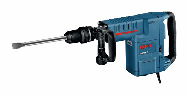 Elektro-pneumatski čekić za štemovanje GSH 11 E - Široki klizni prekidač za udobno uključivanje i isključivanje; Varijabilno učvršćivanje dleta u 12 položaja; Dodatna drška koja može da se podešava i okrene na sve strane; SDS-max prihvat alata sa integrisanom zaštitom od prašine; Servisni displej za najavu predstojeće potrebne izmene grafitnih četkica; Najmanje vibracije za vreme rada i praznom hodu; Mala sila pritiskanja, za rad bez zamaranja