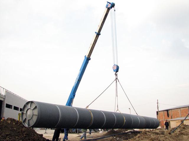 Postavljanje velikog horizontalnog rezervoara u zemlju