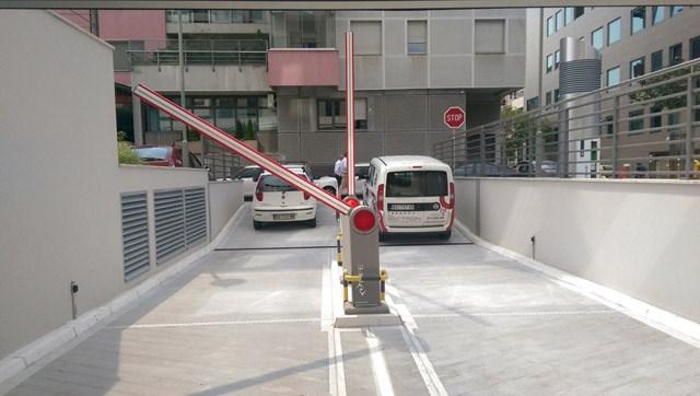 Rampa - Legi - U segmentu kontrole pristupa, su: * Automatske barijere – rampe, sa aluminijumskom rukom maksimalne dužine do 6 metara, u kombinaciji sa vizuelnim LED osvetljenjem i zaštitnom gumom. * Automatizacija kapija, koja uz pomoć motora sa zupčanikom ili cevnog motora, omogućava automatsko pokretanje kapija pomoću daljinskog upravljača, magnetne kartice ili magnetnog priveska.