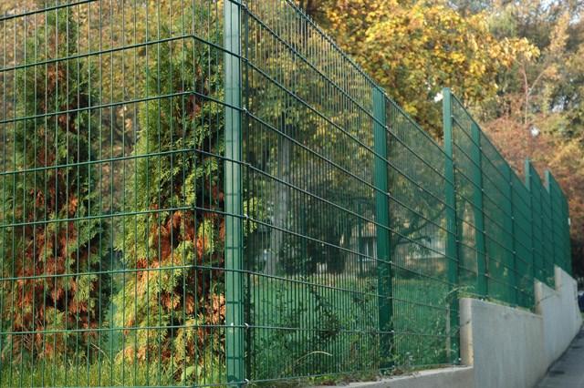 R-Pur ograda - Legi RM panel - Visoko funkcionalna ekonomična i jednostavna za montažu. Ova vrsta stuba obezbeđuje visok nivo sigurnosti u kombinaciji sa prohromsko kukicom i maticom (po želji može se koristiti i sigurnosna anti-vandal matica),čime se onemogućuje demontaža ograde s spoljne strane. Proizvodi se u visinama 630-2430mm. Kombinuje se sa RM, R-S i ukrasnim panelima.