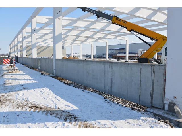 Proizvodna hala FULGAR EAST Zrenjanin, površina 6.000,00 m² 2013. god. - Izrada i montaža prefabrikovane betonske konstrukcije zajedno sa pripadajućim temeljima, izrada i montaža fasadnih betonskih panela