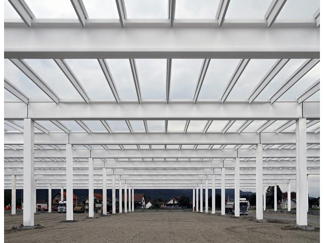 Proizvodna hala GOLDEN LADY Loznica, površina 5.000,00 m² 2009. god. - Izrada i montaža prefabrikovane betonske konstrukcije