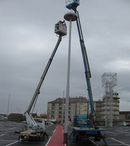 Montaža reflektora na stub