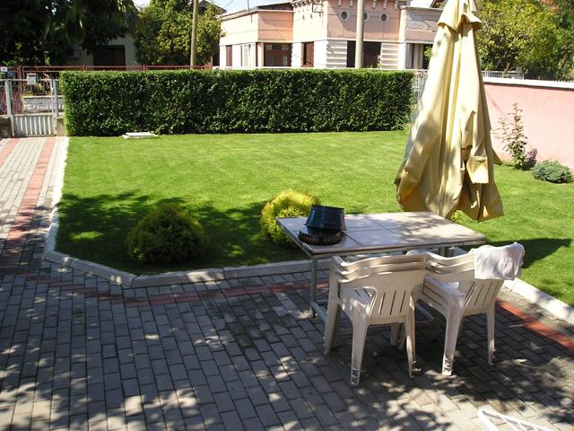 Dvorište - ograda razdvaja dvorište od ulice