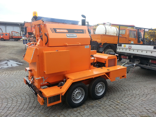 Mašina za zalivanje pukotina u asfaltu