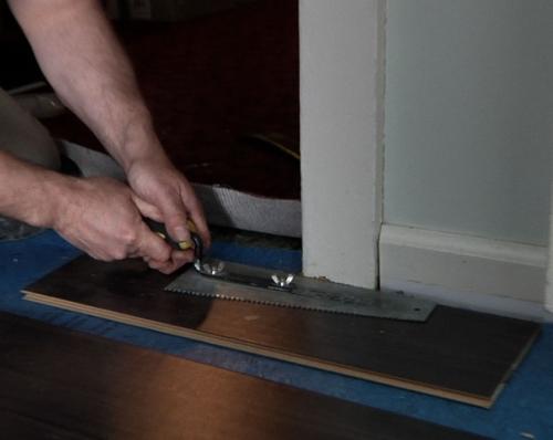 Sečenje i postavljanje laminatnog poda