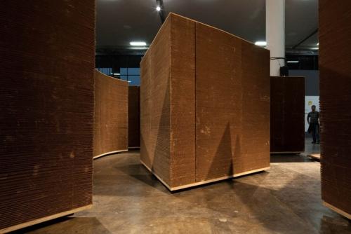 Ogromni lavirint napravljen od recikliranog kartona